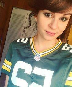 Female Football, Nfl Football Teams, Football Girls, American Football, Green Bay Cheerleaders, Green Bay Packers Wallpaper, Green And Gold, Cheerleading, Wisconsin