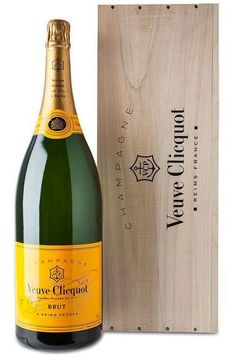 Grote fles champagne: Veuve Clicquot Jeroboam (3 liter) #champagne #pinotnoir #jeroboam Pinot Noir, Champagne, Veuve Clicquot, Sparkling Wine, Allrecipes, Competition, Drinks, Bottle, Cheers