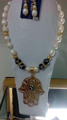 Collar Perlas de Río Mano de Tarom (mano de fatima)