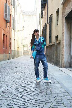 outfit idea  #salopette #dungaree #clutch #fashion #bag #lightblue #necklace #streetstyle #shoes #accessories #fashionblog #fashionblogger #madeinitaly @minnierosenyc @reputeka @poisbynoy @ipstyle_it