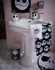 Nightmare before Christmas Bathroom Decor Luxury This is Halloween Fill Your Bathroom with the Pumpkin Nightmare Before Christmas Decorations, Nightmare Before Christmas Halloween, Halloween Decorations, Jack The Pumpkin King, Christmas Bathroom Decor, Bath Decor, Bedroom Decor, Goth Home Decor, Jack And Sally