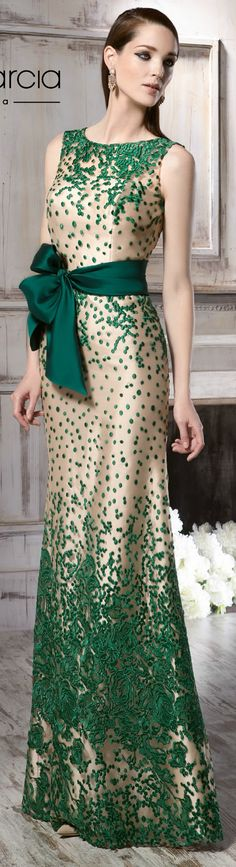 Manu Garcia 2016 - How To Fashion Stunning Dresses, Beautiful Gowns, Nice Dresses, Evening Dresses, Prom Dresses, Gowns Of Elegance, Formal Gowns, Green Dress, Designer Dresses