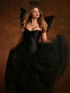 Don't tell me you can't do sexy because you shop in the big girls' stores. Look at these sexy-as-sin costumes and tell me they're not hot. http://weknowawesome.com/2014/09/06/3-hot-plus-size-sexy-costumes/