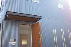 yumiさんはInstagramを利用しています:「. 外壁はガルバではありません⚠️ . よくご質問頂いたり 勘違いされる方がいるので 分かりやすくしてみました☺️ . 我が家はガルバのように見えるサイディング💡 #ニチハ#リブ9 を縦貼りにしてます⚠️ 本当はガルバが良かったのですが... 予算上諦めた。…」 Canopy, Garage Doors, Exterior, Outdoor Decor, Image, Home Decor, Instagram, Entrance Halls, Decoration Home