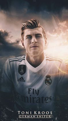 Ronaldo Real Madrid, Real Madrid Football, Football Names, Football Players, Real Madrid History, Germany Players, Real Madrid Wallpapers, Toni Kroos, Soccer Skills