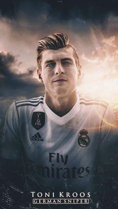 Ronaldo Real Madrid, Real Madrid Football, Football Names, Football Players, Germany Players, Real Madrid Champions League, Real Madrid Wallpapers, Toni Kroos, Soccer Skills