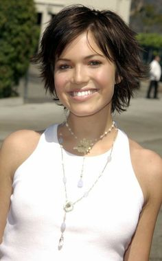 Creative Short Medium Layered Casual mandy-moore-short-gr
