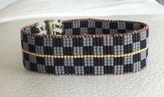 Découvrez Bracelet en perles fines miyuki damiers noir et gris  sur alittleMarket
