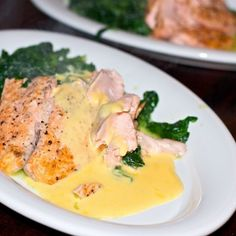 Laks, smørdampet spinat og ravigotte-flødesauce Sauce A La Creme, Lchf, Pasta, Fish And Seafood, Tapas, Cooking Recipes, Chicken, Meat, Breakfast