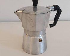 Vintage cafetière italienne cafetière cuisinière rétro | Etsy Machine Expresso, Retro Mode, Cafetiere, Stove, Coffee Maker, Kitchen Appliances, Etsy, Vintage Paintings, Italian Coffee Maker