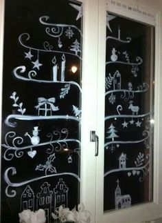 Windowpainting Christmas tree Nifty idea for glass doors Christmas And New Year, Winter Christmas, Christmas Home, Window Markers, Christmas Window Decorations, Chalk Markers, Theme Noel, Window Art, Diy Weihnachten