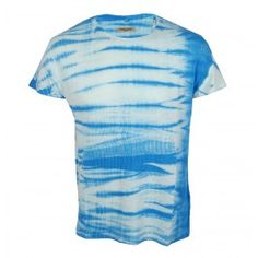 This Made and Crafted Levis Bay Tee is part of the new spring/summer collection. Stand out with this unique Levis garment and add a bit of colour to your summer wardrobe. A great statement summer piece which features short sleeves, crew neck and is a regular fit constructed with 100% cotton. Finished with an indigo tie-dye wash you won't have a dull moment when wearing this lightweight and soft feel tee!    100% Cotton  Short Sleeves  Crew Neck  £70