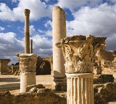 La fenicia Cartago  Según un mito, Cartago fue fundada por Dido, una princesa fenicia que huyó de Tiro. Imagen, termas de Antonino en Cartago. Siglo II.