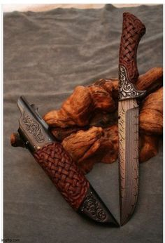 Pretty Knives, Cool Knives, Knives And Tools, Knives And Swords, Sword Design, Knife Art, Swords And Daggers, Damascus Knife, Knife Handles