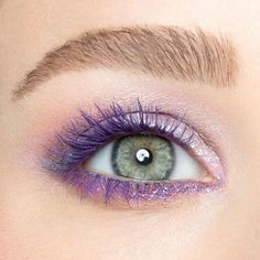 Painting our lashes purple today with Vice Double Team Special Effect Colored Mascara 💜💜💜 What's Makeup ? What's Makeup … Purple Mascara, Colored Mascara, Rimmel, Maybelline, Big Shot Mascara, Cute Halloween Makeup, Creepy Halloween, How To Apply Mascara, Eye Make Up
