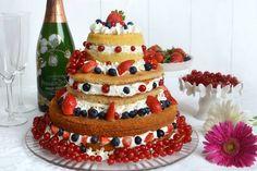 La Naked Cake ai frutti di bosco è la torta che ho deciso di preparare quest'anno per il mio compleanno. Era da un po' di tempo che
