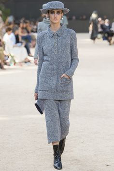 See the complete Chanel Fall 2017 Couture collection.