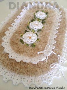 Diandra Arte em Crochê: JOGO DE BANHEIRO DECORE Crochet Stitches, Rugs, Crochet Doily Rug, Crochet Carpet, Blue Carpet, Kitchen Valances, Ganchillo, Bathroom Sets, Bed Covers