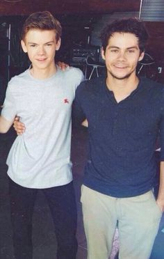 WHY IS THERE ANOTHER HAND ON THOMAS'S SHOULDER WHAT WHAT WHAT
