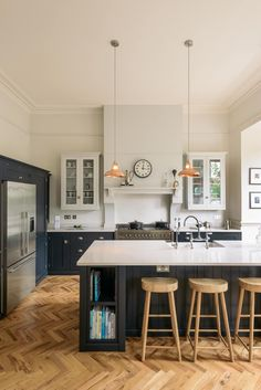 Luxury Kitchens The Crystal Palace Kitchen by deVOL : Kitchen units by deVOL Kitchens - Here you will find photos of interior design ideas. Get inspired! Kitchen Units, Open Plan Kitchen, New Kitchen, Kitchen Wood, Kitchen Cabinets, Kitchen Country, Awesome Kitchen, Kitchen Grey, Kitchen Colors