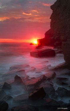 ✿ڿڰۣ  They call this cliff Man Face.  I am more fascinated by the water and the setting sun.