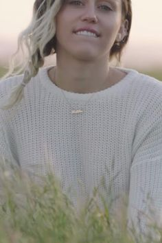 Did You Happen to Catch Miley Cyrus's Engagement Ring in the Malibu Video? Malibu Miley Cyrus, Miley Cyrus Gif, Miley Cyrus Outfit, Miley Cyrus Style, Miley Cyrus News, Celebrity Outfits, Celebrity Hairstyles, Celebrity Style, Miley Cyrus Engagement Ring
