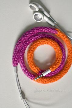 Kopfhörerkabel mit der Strickliesl einkleiden - einfach genial ... goodbye Kopfhörer-Kabel-Chaos!
