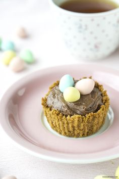 What to do with leftover Easter chocolate? Make cute and delicious mousse tarts with this recipe.