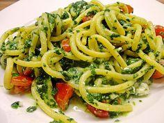 Nudeln mit Spinat, Schafskäse und Tomate, ein beliebtes Rezept aus der Kategorie Nudeln. Bewertungen: 391. Durchschnitt: Ø 4,4.