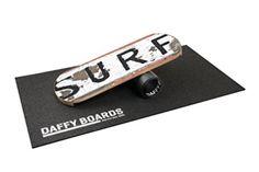 Balance Board - Daffy Board - Perfektes Training für Surfer. Ein Geschenk, dass jedem Surfer gefällt #Geschenke #surfergeschenke #weihnachtsgeschenke #ausgefallenegeschenke #geschenkekaufen #schnellnochgeschenkekaufen #bestegeschenke #unvergesslichegeschenke #geschenkemitherz #surfergifts