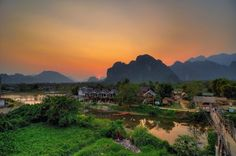 This is a small town along the Nam Song river and considered to be a paradise for those who love to conquer nature. You should rent a bike and discover ancient caves. This is also the occasion for tourists to visit ancient villages and learn the culture of the local people here. Coming to Vang Vieng, you do not miss the opportunity to admire the sunset and sunrise on the Nam Song River. This sight attracts a number of young people who desire to enjoy the peaceful space of Laos.