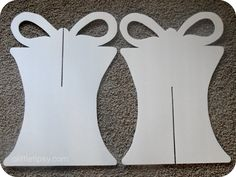 DIY Christmas Yard Decorations   Using your pencil, draw the ribbon tails as illustrated below on ...