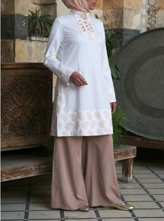 Nadirah Embroidered Tunic
