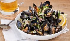In the kitchen With Stefano Faita - Beer & Bacon Steamed Mussels Seafood Dishes, Fish And Seafood, Seafood Recipes, Rhubarb Bbq Sauce, Vanilla Sheet Cakes, Bacon Mashed Potatoes, Chicken Broccoli Pasta, Grilled Sardines, Veggie Cups