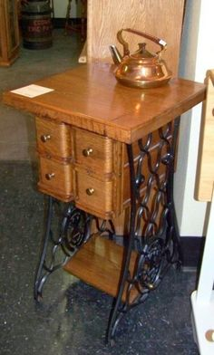 17 Ideas sewing machine drawers repurposed decor for 2019 Sewing Machine Drawers, Sewing Machine Tables, Treadle Sewing Machines, Antique Sewing Machines, Furniture Projects, Furniture Makeover, Diy Furniture, Singer Sewing Tables, Singer Table