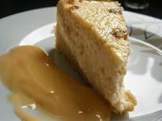 Vaníliás-diós sült túrótorta custard öntettel ~ PiciJuci Cukrászdája Custard, Food And Drink, Bread, Cake, Dios, Cream, Food Cakes, Cakes, Tart