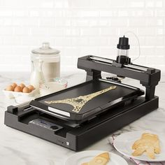 The Pancake Bot is the world's first food printer capable of printing pancakes by automatically dispensing batter directly onto a griddle. Pancake designs can be loaded onto the Pancake Bot via SD card. Users can make their own pancake designs with t 3d Printing Business, 3d Printing Service, Impression 3d, Cooking Gadgets, Kitchen Gadgets, Kitchen Stuff, Spy Gadgets, Kitchen Tools, Kitchen Electronics