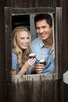 Engagement shoot by Brett Hickman Photography | Cupcakes