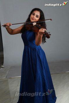 Nithya Menon - Actress Gallery Indian Actress Images, Indian Girls Images, South Indian Actress, Indian Actresses, Malayalam Cinema, Divas, Actors, Gallery, Silver