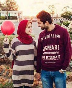 I love watching pictures of Halal Love / Cute Muslim Romantic Couples Photos holding hands and being happy.