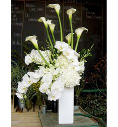 Pretty Floral Decor Trends - White Out | Gallery | Glo