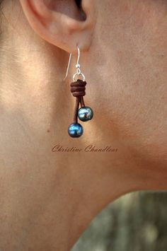 Pearl and Leather Earrings - 2 Pearl Drop Earrings - Brown Peacock Pearl - Pearl and Leather Jewelry Collection - какие крутые серги - Pearl Drop Earrings, Diy Earrings, Leather Earrings, Leather Jewelry, Pearl Jewelry, Earrings Handmade, Jewelery, Seashell Jewelry, Swarovski Jewelry