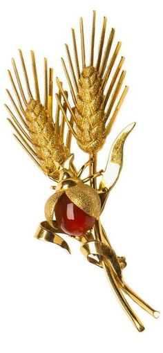 Tiffany & Co. Elegant Wheat Pin Tiffany creates an elegant wheat design pin and adds the charm of a carnelian beetle. 31/4 inches of wearable style.