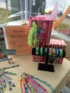 Use your Personalized Name Bracelet as a gift tag for your gifts! #crowleycrafts #rainbowloom #coolgifts