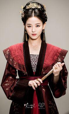 Scarlet Heart Ryeo ♡ Moon Lovers : Kang Han-na as Princess Yeon HwaI Korean Traditional Dress, Traditional Fashion, Traditional Dresses, Oriental Fashion, Asian Fashion, Geisha, Korean Hanbok, Scarlet Heart, Moon Lovers