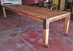 Mesa hecha con nuestro pino reciclado