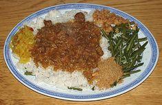 Goelai Daging, geserveerd met witte rijst, sperzieboontjes, seroendeng, gebakken uitjes en atjar tjampoer. Bereid door de Happy Chief Cook. Een pittig gekruid gerecht met lamsvlees uit Indonesië.