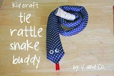 Foto: corbatas viejas rellenas de...