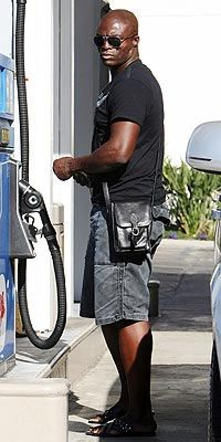 Image from http://thesatchelpages.com/wp-content/uploads/2006/12/hotornot-seal.jpg.