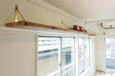 真鍮と足場板の棚を組み合わせて Loft, Windows, Cat Walkway, Kitchen, House, Furniture, Home Decor, Cuisine, Homemade Home Decor